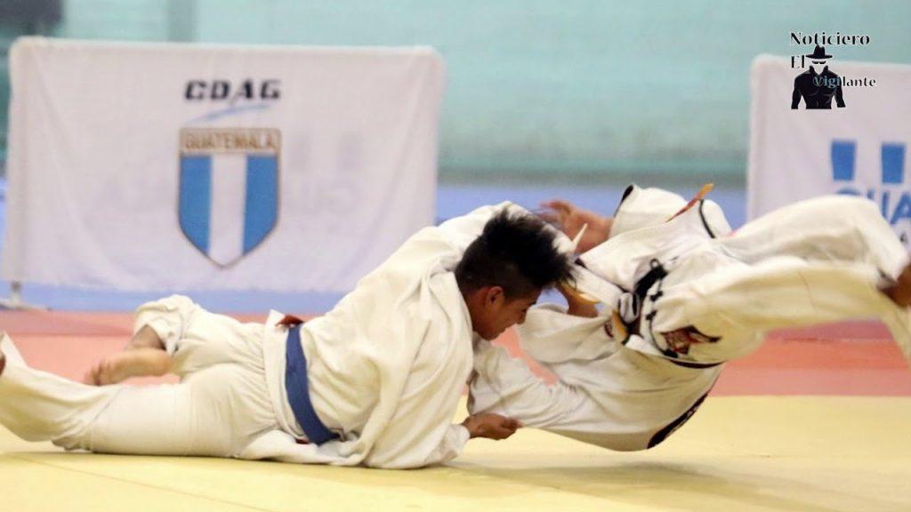 Niveles de grados en el judo y su cinturones
