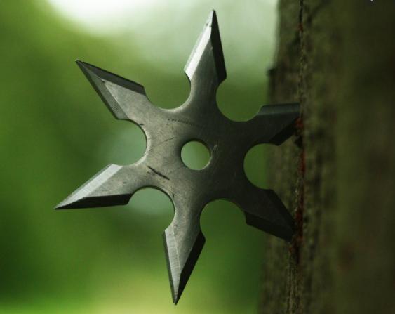 Shuriken en forma de cruz